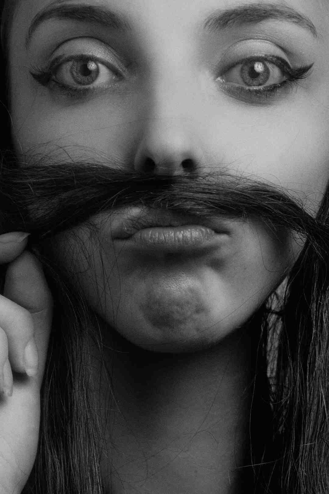 Comment faire moustache crayon ?